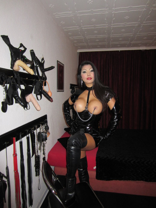 domina in duisburg latex vakuumbett